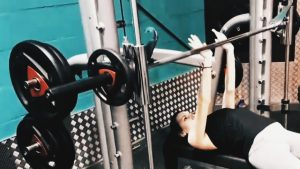Chest exercise: close grip bench press